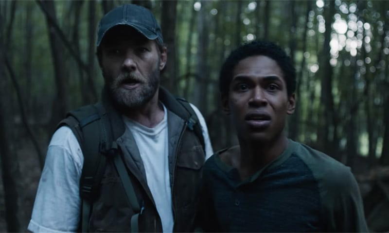 It Comes at Night anmeldelse - Joel Edgerton og Kelvin Harrison Jr som far og søn