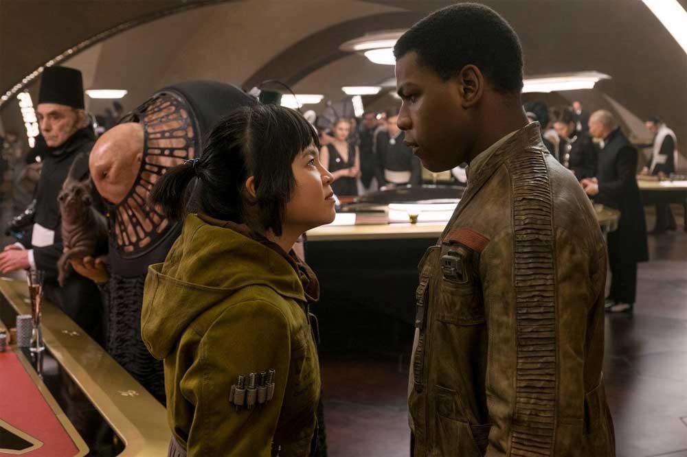Star Wars: The Last Jedi – Rose (Kelly Marie Tran) og Finn (John Boyega)