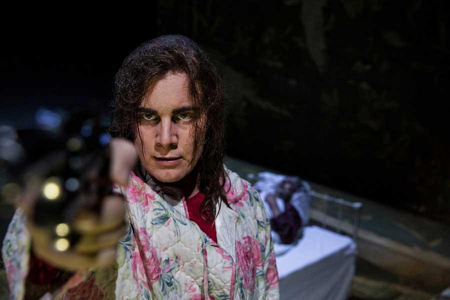 Misery teaterstykke med Lise Baastrup i hovedrollen